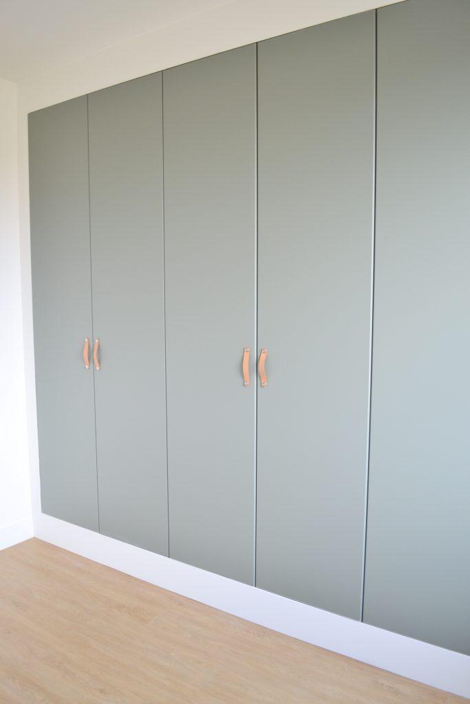 Inbouwkast met kasten van Ikea